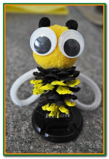 pinecone-bumble-bee-craft